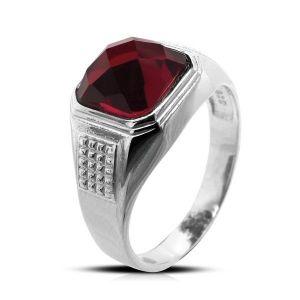 Surinaamse holle zilver cachet ring met rode achtkant steen